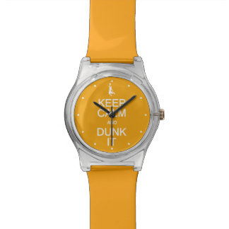 Guarde la calma y la clavada que mira relojes de pulsera
