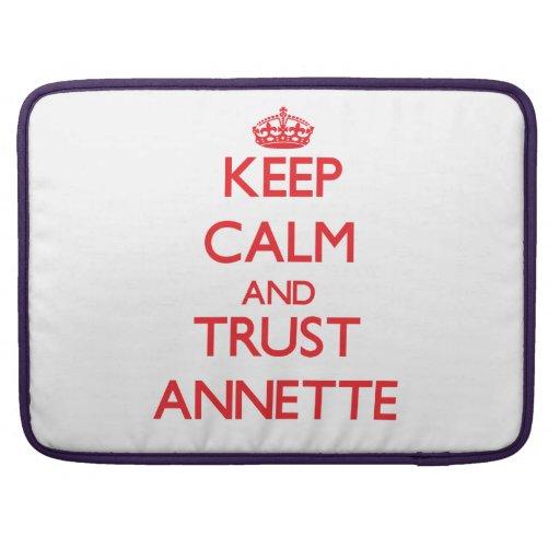 Guarde la calma y la CONFIANZA Annette Fundas Para Macbooks