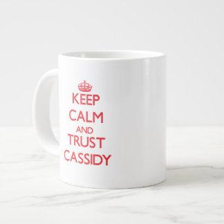 Guarde la calma y la CONFIANZA Cassidy Tazas Extra Grande