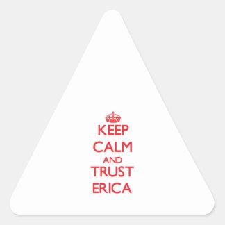 Guarde la calma y la CONFIANZA Erica Pegatina Triangular
