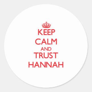 Guarde la calma y la CONFIANZA Hannah Pegatina Redonda