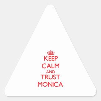 Guarde la calma y la CONFIANZA Mónica Pegatina Triangular