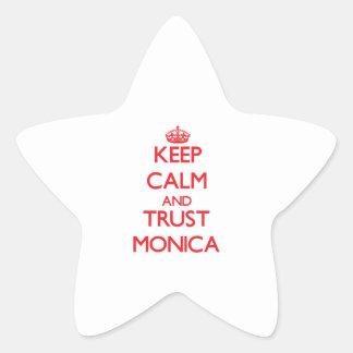 Guarde la calma y la CONFIANZA Mónica Pegatina En Forma De Estrella
