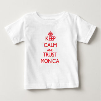 Guarde la calma y la CONFIANZA Mónica Camisetas