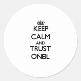 Guarde la calma y la confianza Oneil Pegatina Redonda