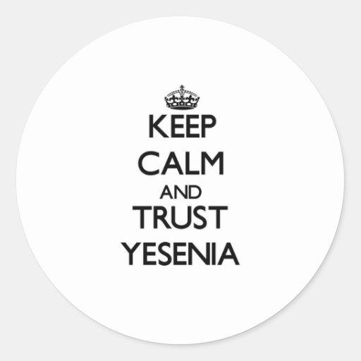 Guarde la calma y la confianza Yesenia Pegatina Redonda