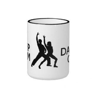 Guarde la calma y la danza en la taza - para elegi