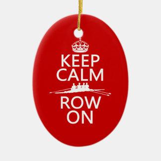 Guarde la calma y la fila en (elija cualquier adorno navideño ovalado de cerámica