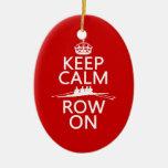 Guarde la calma y la fila en (elija cualquier adorno de navidad