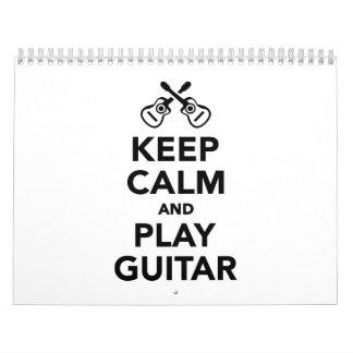 Guarde la calma y la guitarra del juego calendarios