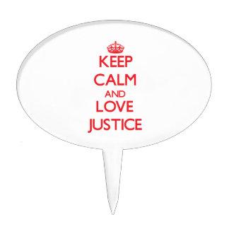 Guarde la calma y la justicia del amor figuras de tarta