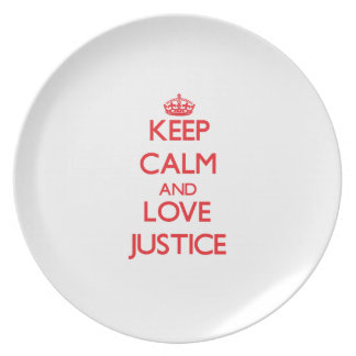 Guarde la calma y la justicia del amor platos para fiestas