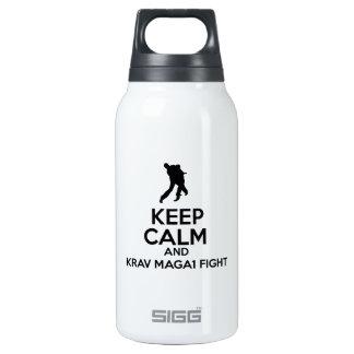 Guarde la calma y la lucha de Krav Maga