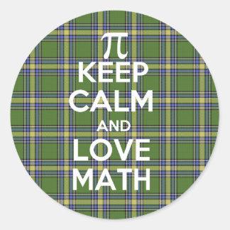 Guarde la calma y la matemáticas del amor pegatina redonda