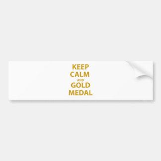 Guarde la calma y la medalla de oro etiqueta de parachoque
