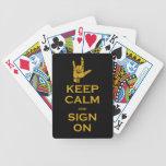 Guarde la calma y la muestra en naipes barajas de cartas
