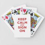 Guarde la calma y la muestra encendido cartas de juego