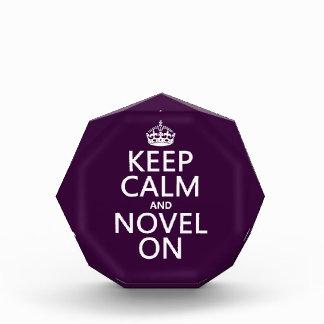 Guarde la calma y la novela encendido