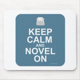 ¡Guarde la calma y la novela encendido! Tapete De Ratón