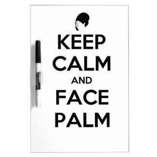 Guarde la calma y la palma de la cara pizarras blancas