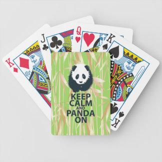 Guarde la calma y la panda en el regalo original d cartas de juego