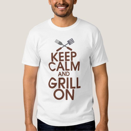 Guarde la calma y la parrilla en la camisa