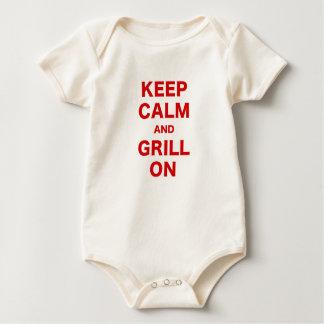 Guarde la calma y la parrilla encendido mamelucos de bebé