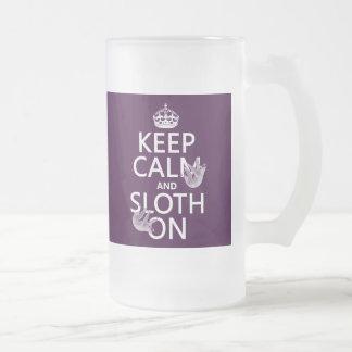 Guarde la calma y la pereza encendido tazas