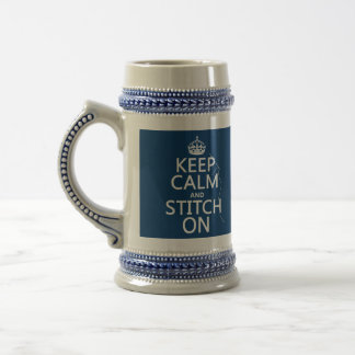 Guarde la calma y la puntada en (todos los jarra de cerveza