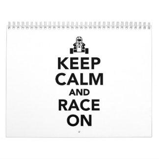 Guarde la calma y la raza encendido calendarios de pared