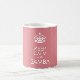 Guarde la calma y la samba - cambie el color de taza clásica