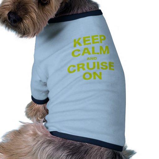 Guarde la calma y la travesía encendido camiseta con mangas para perro