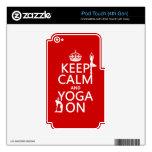 Guarde la calma y la yoga en (los colores del pers skins para iPod touch 4G