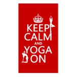 Guarde la calma y la yoga en (los colores del pers tarjetas de negocios