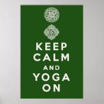 Guarde la calma y la yoga encendido impresiones