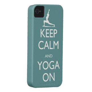 Guarde la calma y la yoga encendido iPhone 4 Case-Mate carcasas