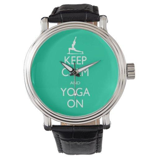 Guarde la calma y la yoga encendido reloj