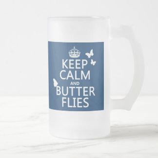 Guarde la calma y las mariposas cualquier color d taza de café