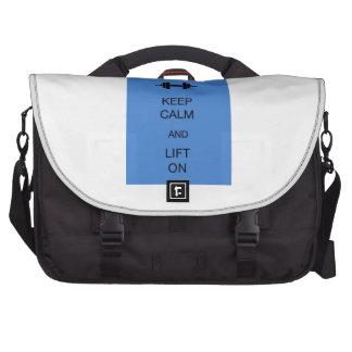 Guarde la calma y levante encendido bolsas de portátil