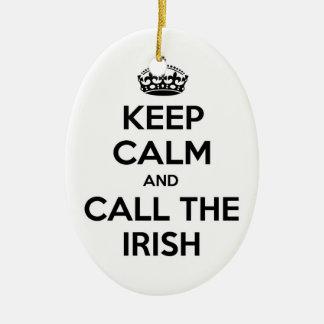 Guarde la calma y llame a los irlandeses ornamento de reyes magos