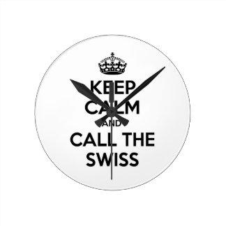 Guarde la calma y llame a los suizos relojes de pared