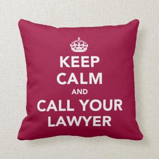 Guarde la calma y llame a su abogado almohadas
