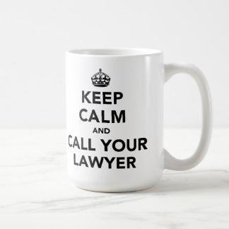 Guarde la calma y llame a su abogado taza