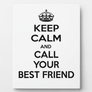 Guarde la calma y llame a su mejor amigo placa