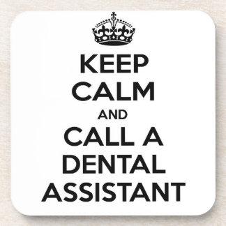 Guarde la calma y llame a un ayudante de dentista posavasos de bebida