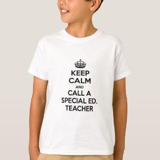 Guarde la calma y llame a un Ed especial. Profesor Playera