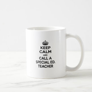 Guarde la calma y llame a un Ed especial. Profesor Taza Básica Blanca