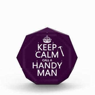 Guarde la calma y llame a un hombre práctico (cual