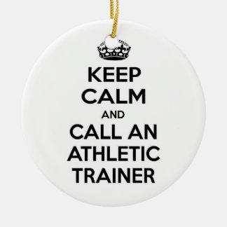 Guarde la calma y llame a un instructor atlético adorno de reyes