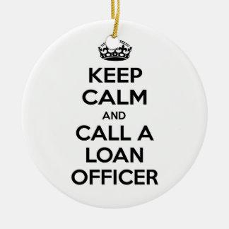 Guarde la calma y llame a un oficial de préstamo ornamento para reyes magos